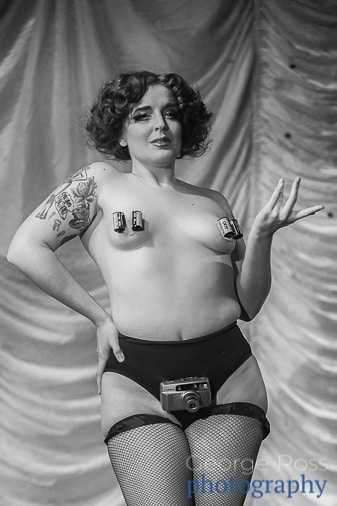Satine S'Allumer performing at the Burlesque Exposition Boston