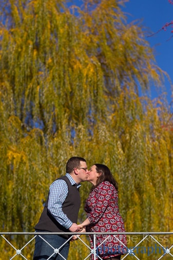 engagement photoshoot in boston common in the fall with beautiful fall colors